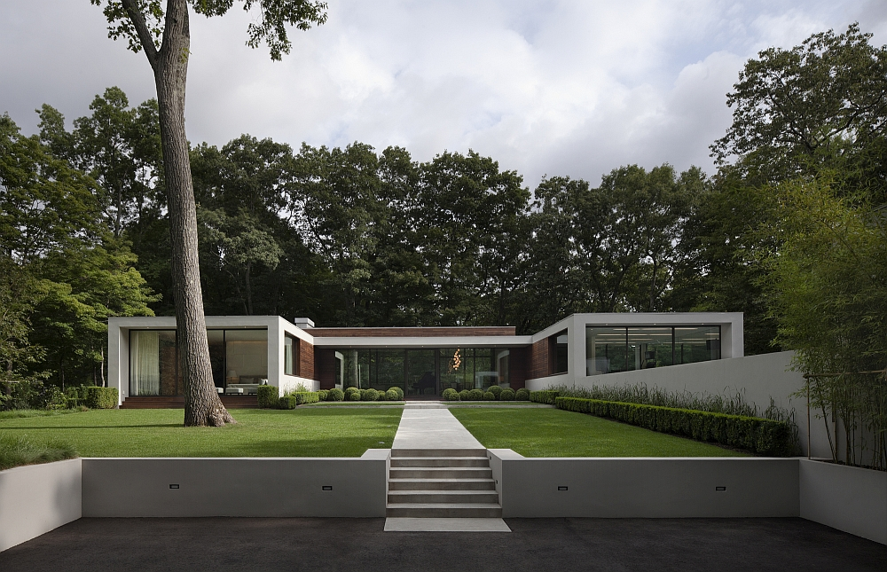 Elegant entryway of the New Canaan Residence with natural beauty