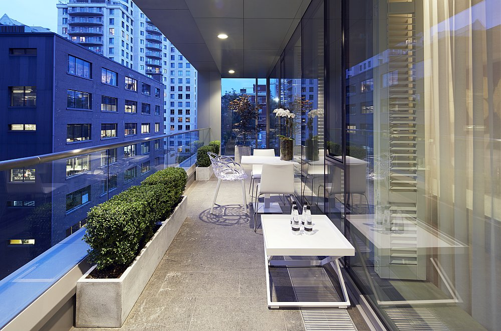 Private balcony overlooking the city of Montreal