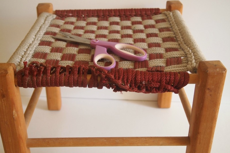 DIY Woven Footstool – cutting rope off of stool