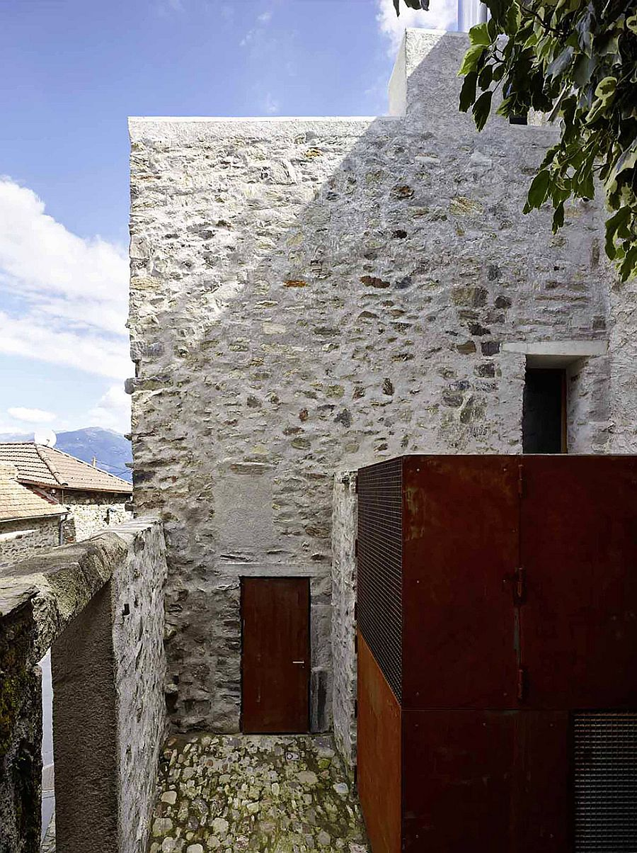 Rough metal surfaces combined with the stone walls of the house