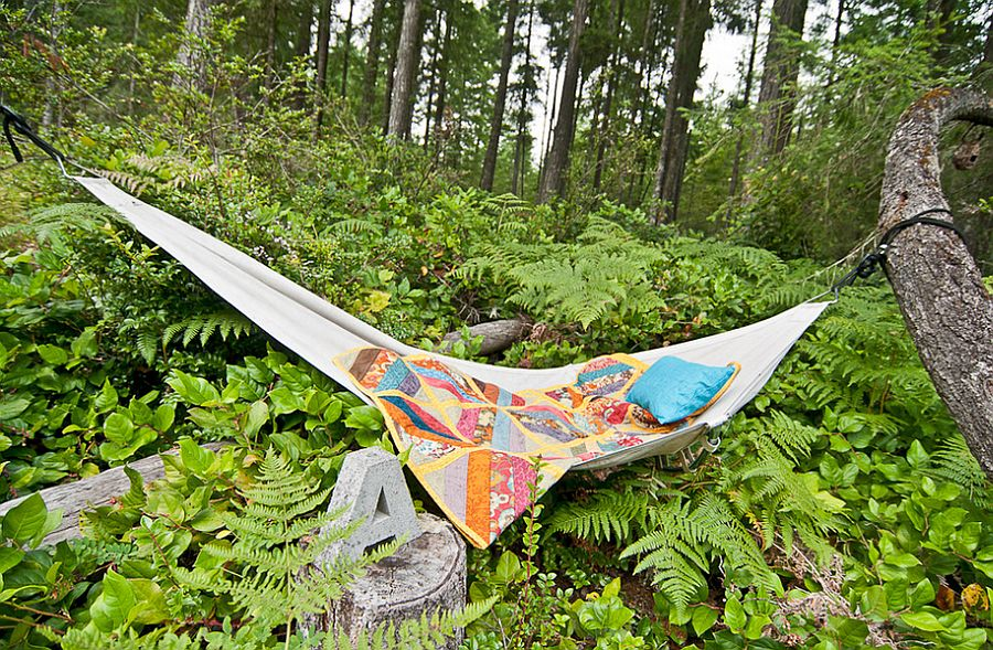Add some color to your chic hammock hangout