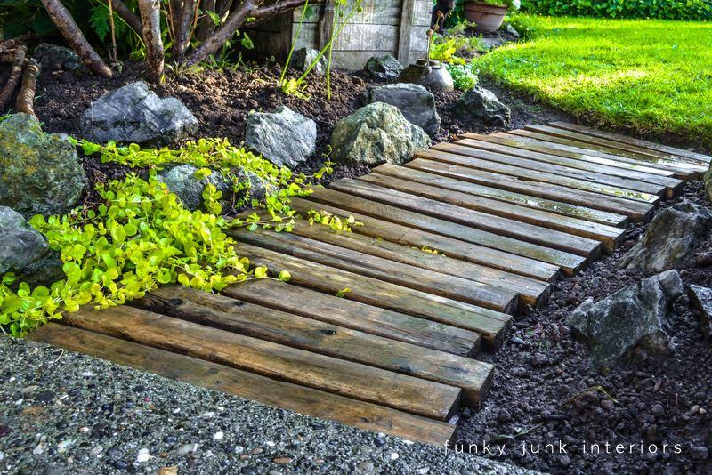 DIY pallet wood walkway