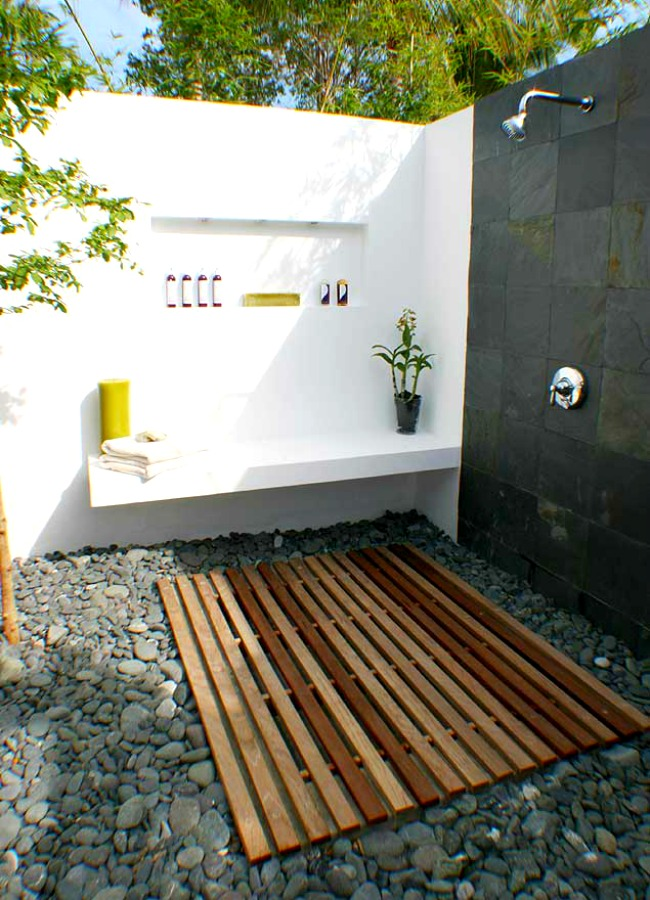 A white wall makes this outdoor area fresh