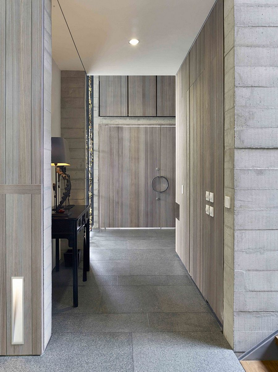 Raw timber and concrete shape the unassuming entrance of the home