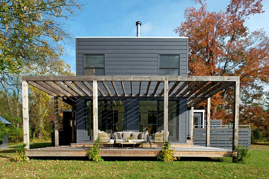 Wooden patio of the Midcentury bungalow in New York