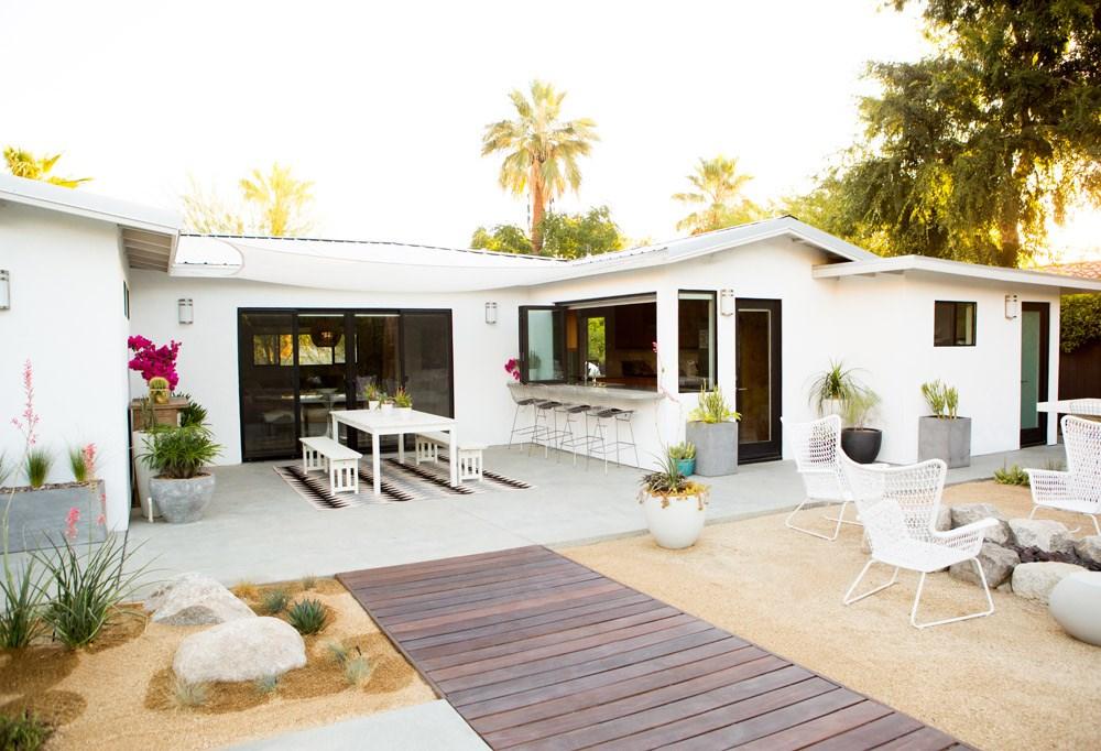 Modern backyard with a beautifully designed patio