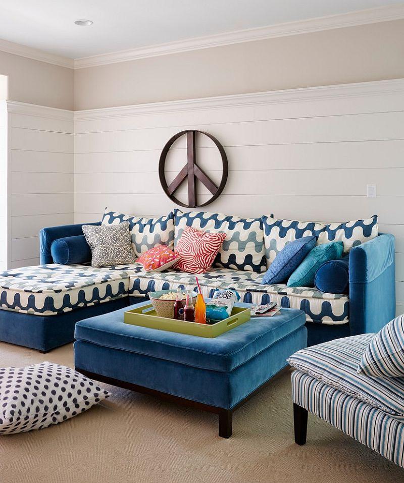 Splash of blue for the beach style living room [Design: Andrew Howard Interior Design]