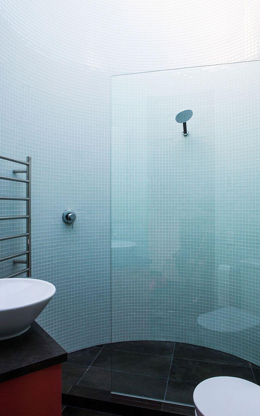 Bathroom with ombre walls