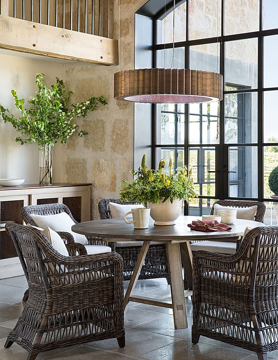 Breakfast zone with informal seating