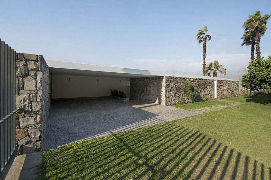 Entrance-of-the-beautiful-Ancón-Residence-offers-ample-privacy