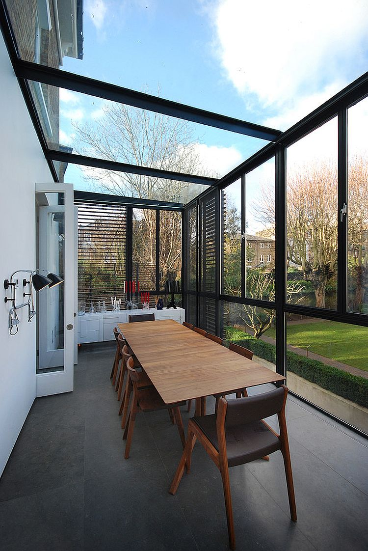 Sunroom that brings the outdoors inside completely [Design: Azman Architects]