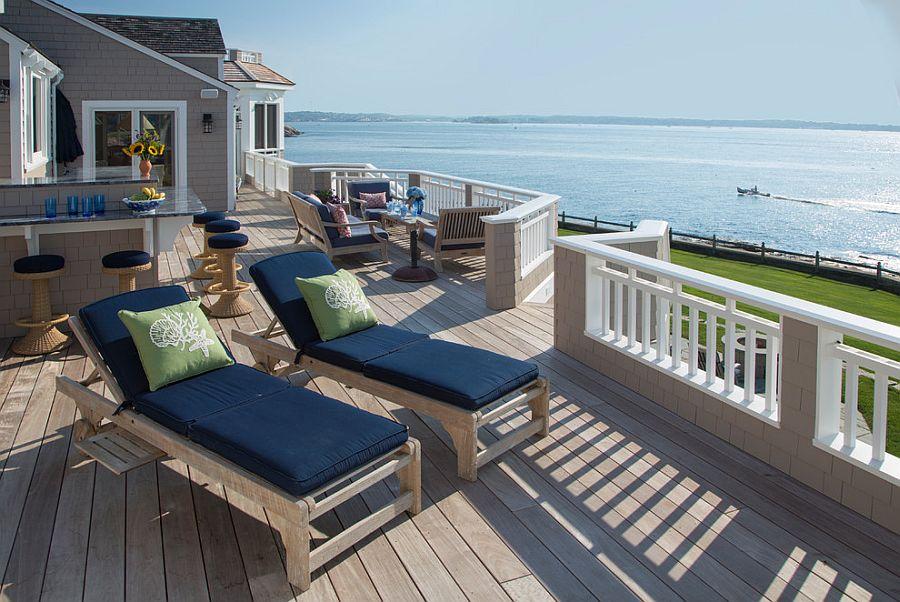 Extensive and luxurious oceanfront deck design