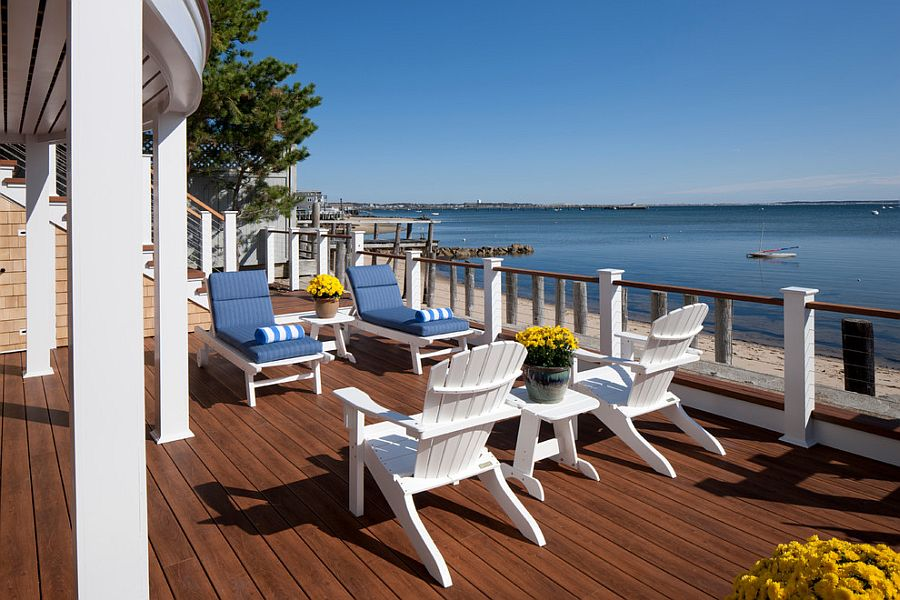 Railing in Ipe wood and Zuri decking sets the tone for the coastal retreat