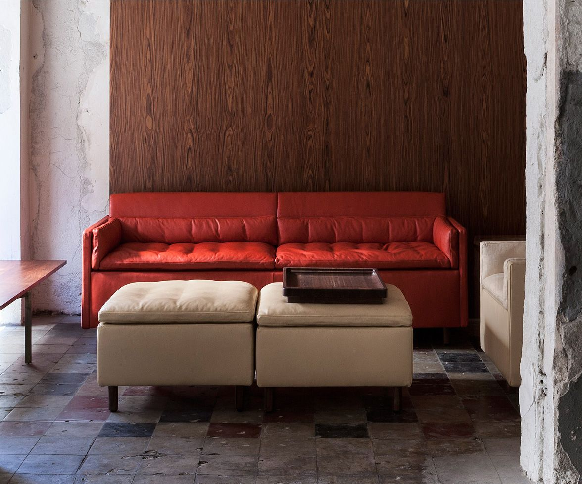Salon Sofa in red leather
