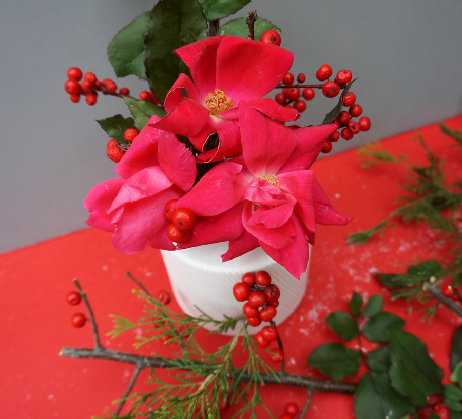Christmas centerpiece with roses and berries