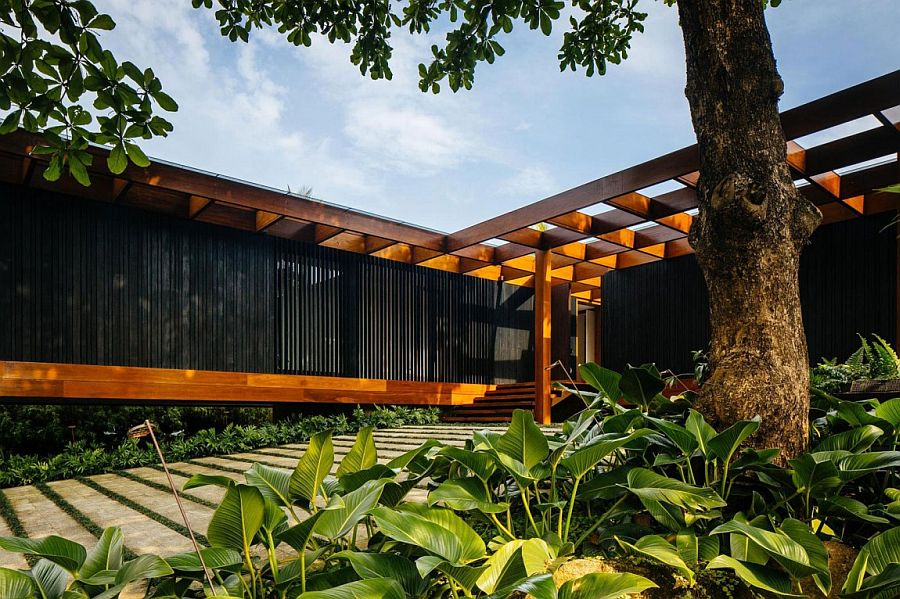 Smart Brazilian home creates a lovely indoor-outdoor interplay