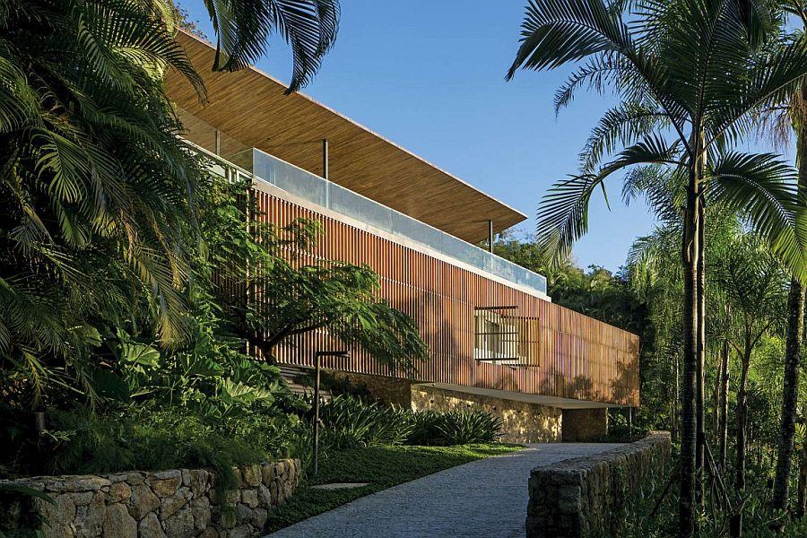 Gorgeous Delta House in Guarujá, Brazil