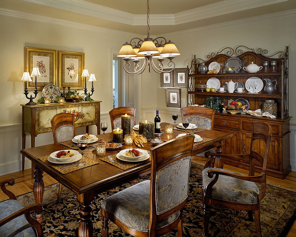 Hint of colonial panache enlivens classic dining room [Design: Witt Construction]