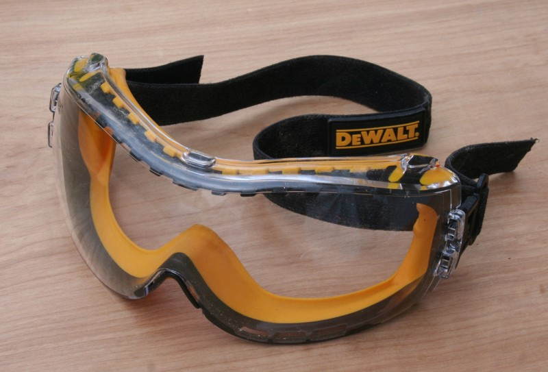 Safety goggles from DeWalt