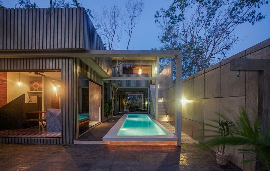 Casa T in polished cement with brilliant lighting
