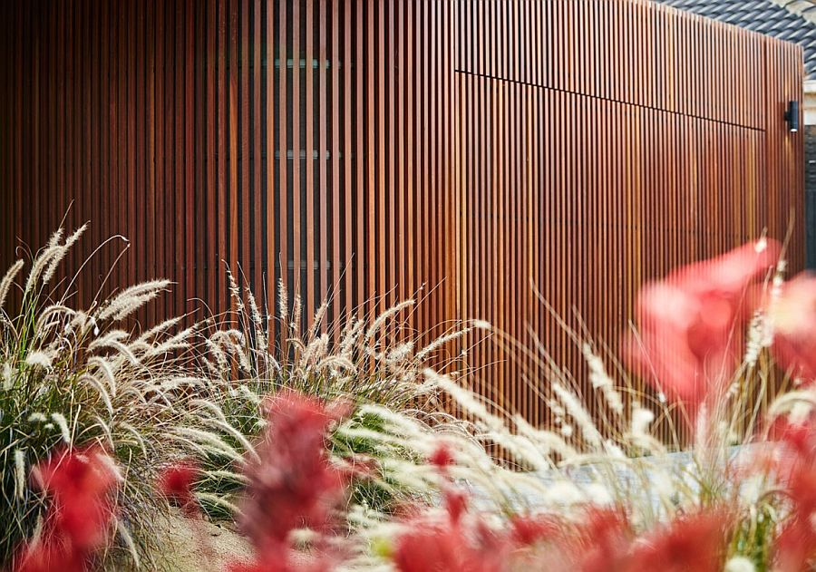 Gorgeous Woodform Timber Batons on curved wall revitalize the facade of the 1970s Caulfield home