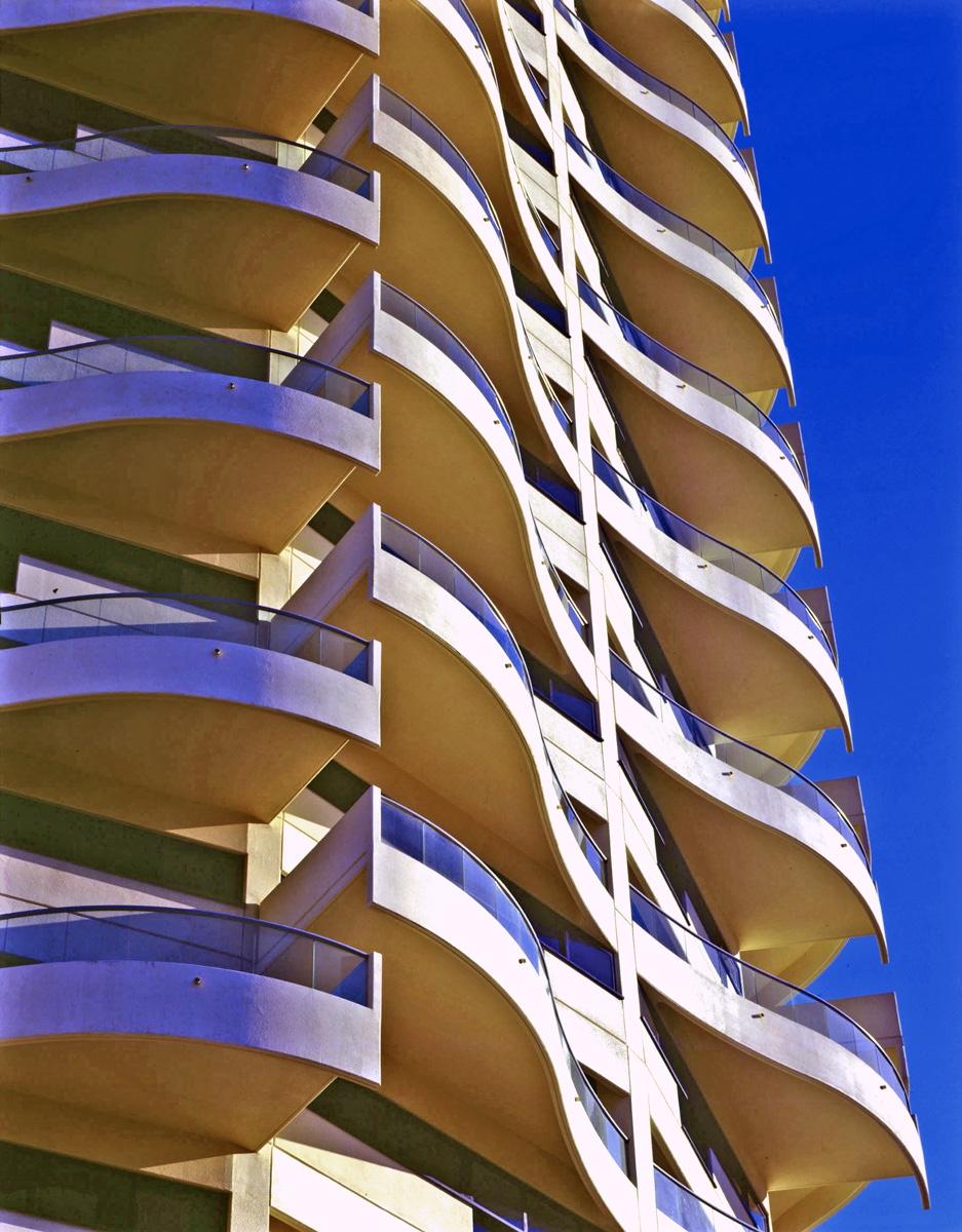 Horizon wave-shaped balcony