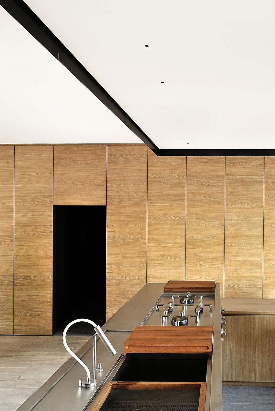 Metal and wood come together inisde the smart Italian apartment