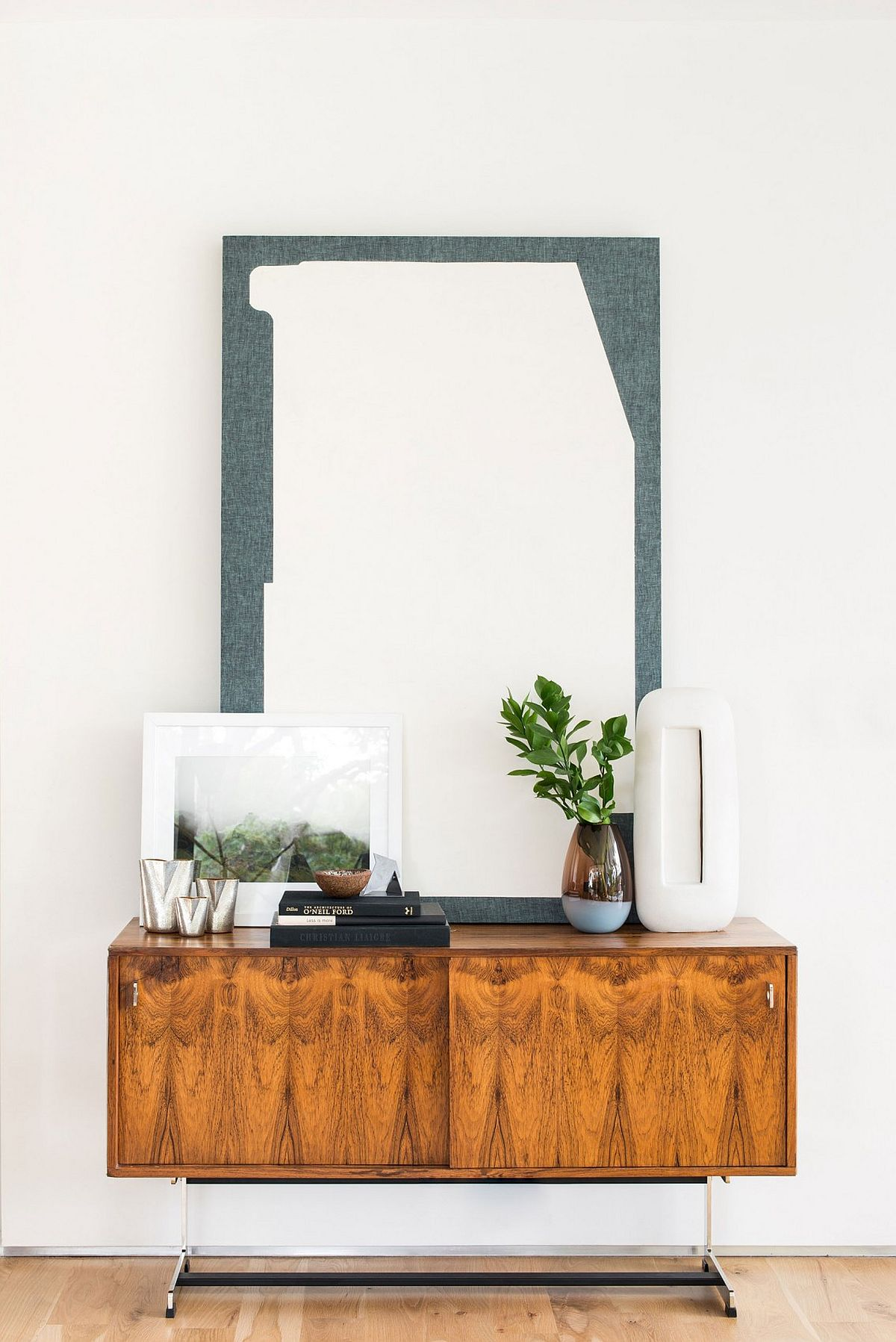 Gorgeous sidetable with midcentury style