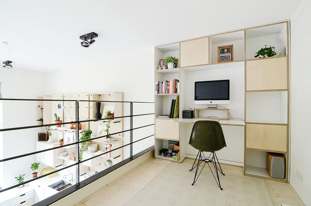 Home office on the loft level next to playarea of kids