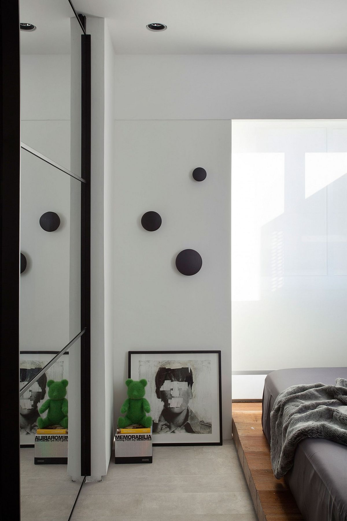Black, white and gray form the basic color scheme of the minimal bedroom