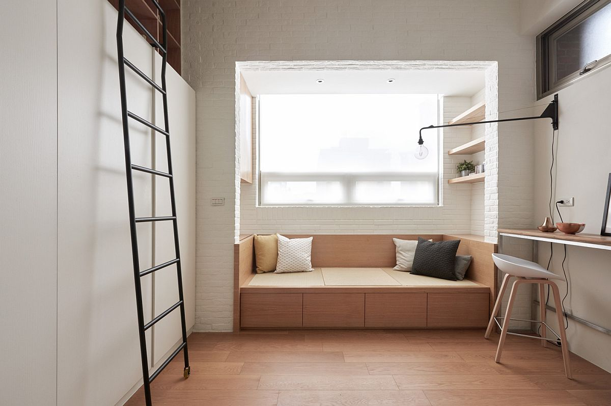 Sitting nook and daybed next to the window with built-in storage