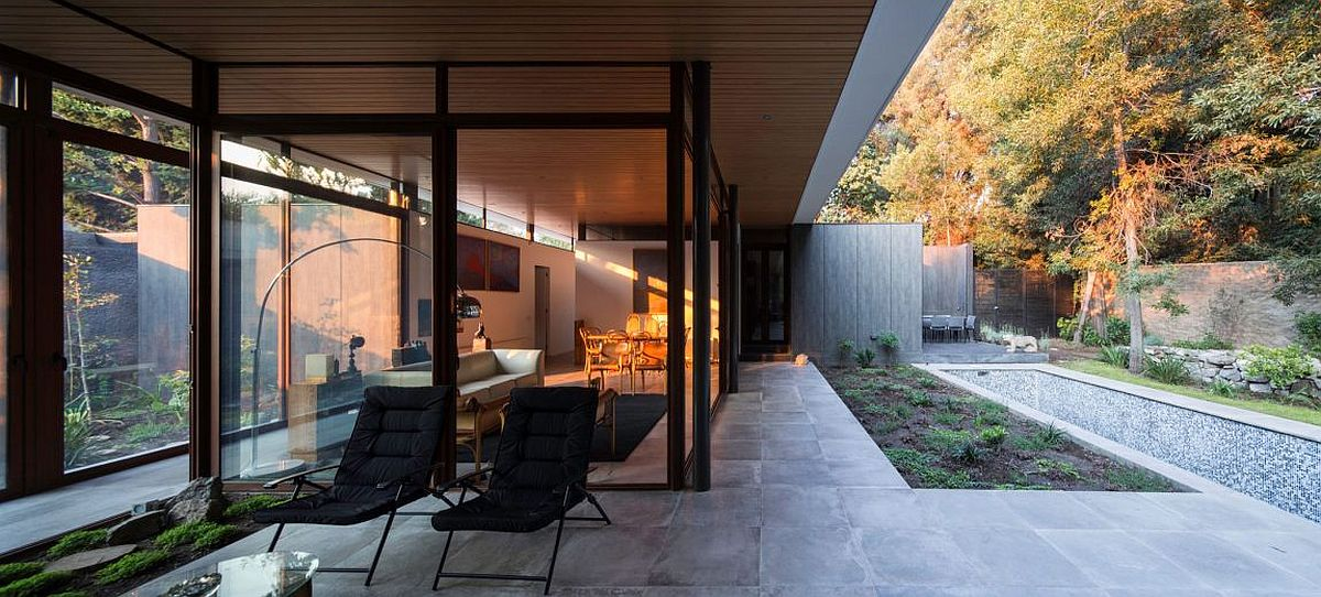 Glass walls and doors blur the line between the interior and the garden