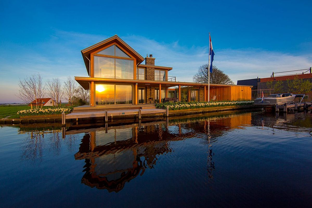 Stunning water view at delightful villa in Netherlands
