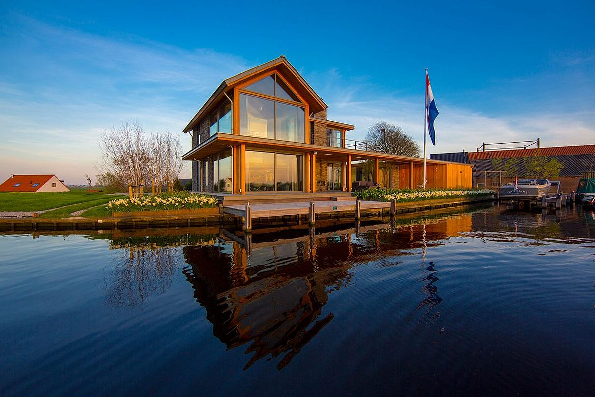 Villa Rijpwetering in Netherlands with panoramic water views