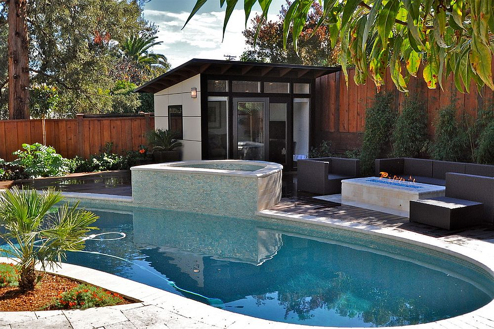 Even the smallest gardens can contain a pool and a pool house [Design: Studio Shed]