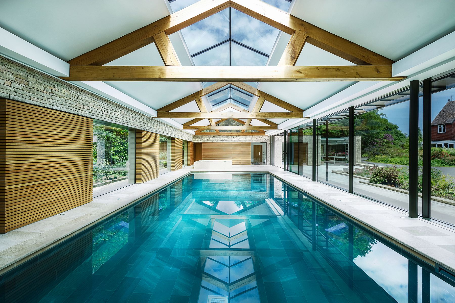 Expansive-contemporary-pool-house-designed-by-re-formay