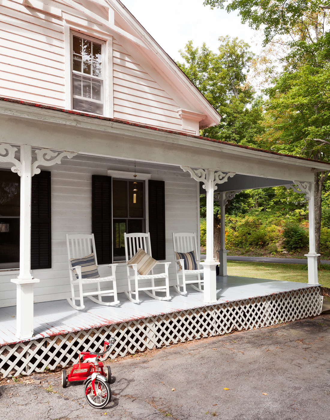 Front porch with rocking chairs (photo via Lonny)
