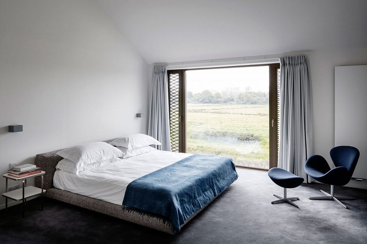 Relaxing contemporary bedroom in white and dark blue