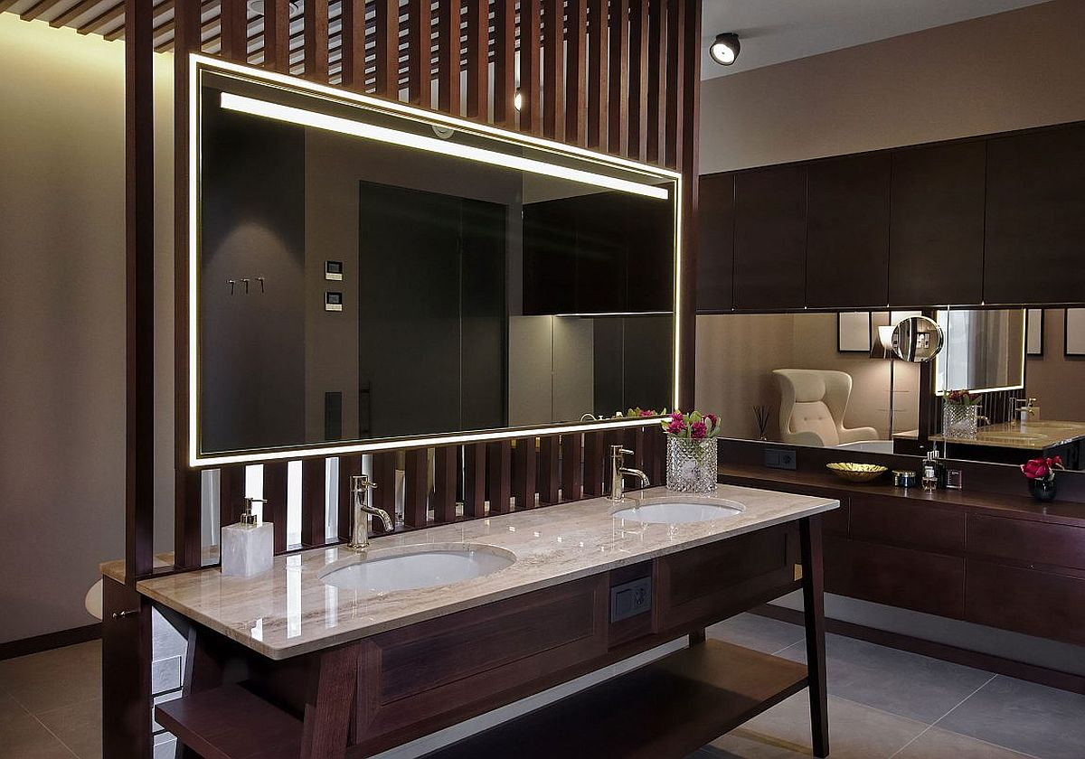 Traditional and modern touches combined using a gorgeous bathroom vanity