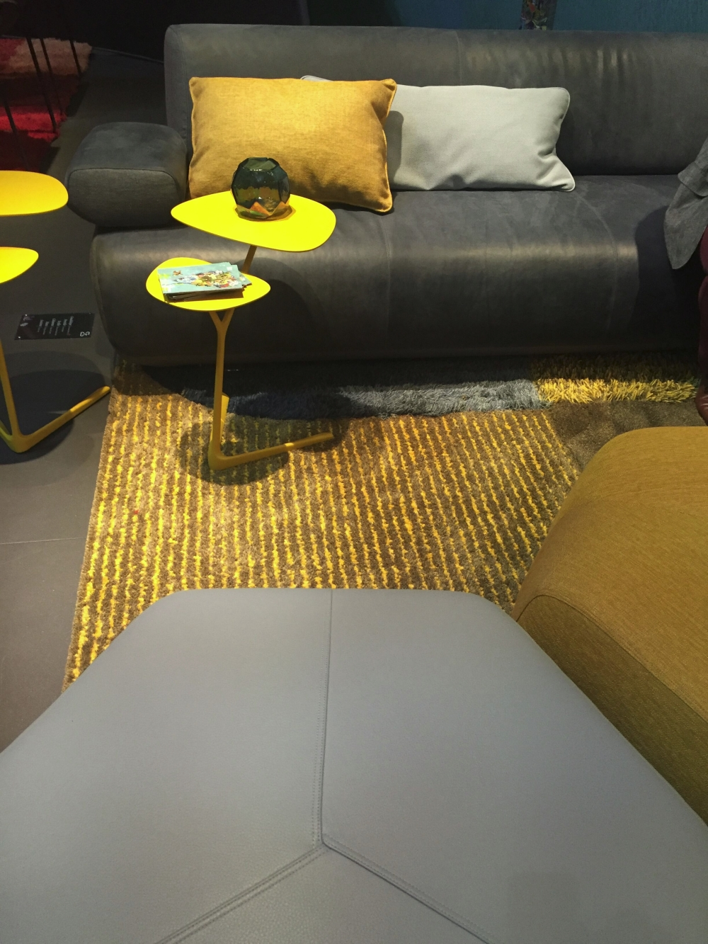 Yellow on gold creates a warm atmosphere