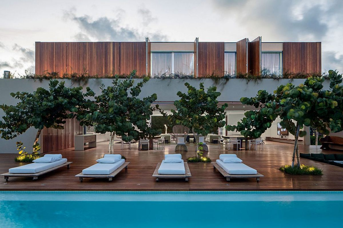 Fabulous beach home in Brazil with deck and pool