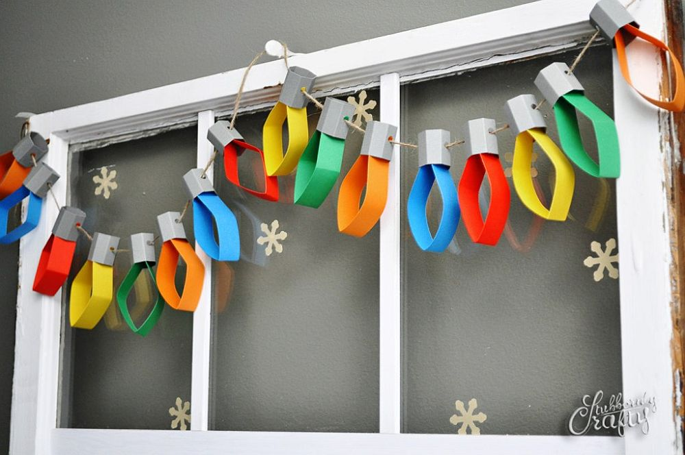 Paper Christmas lights garland - DIY Idea [From: stubbornly crafty]