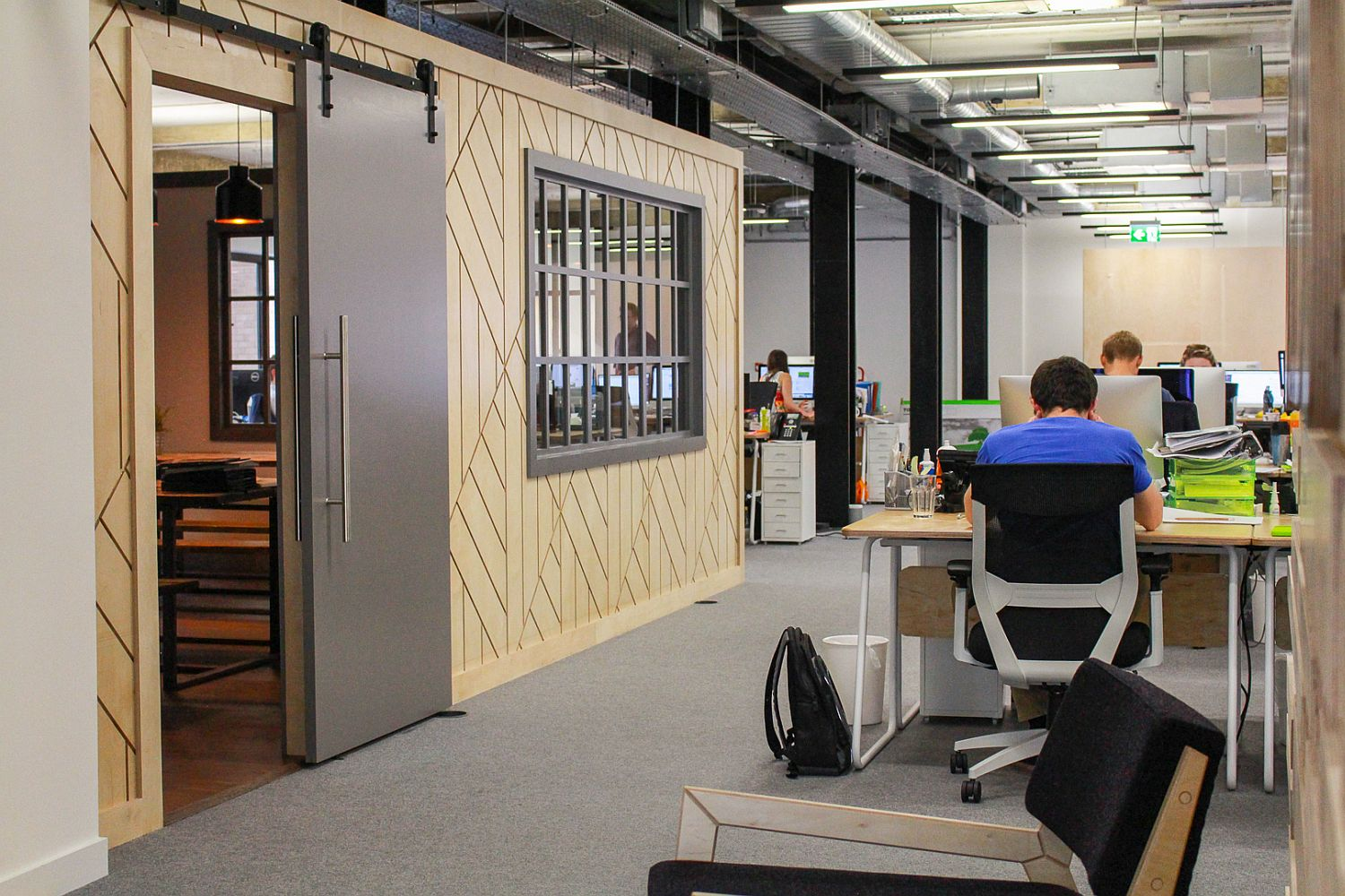 Arrangement of work spaces combines a sense of privacy with interactivity