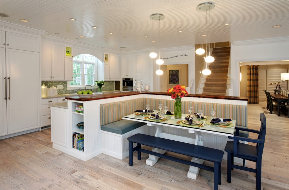 Contemporary kitchen banquette