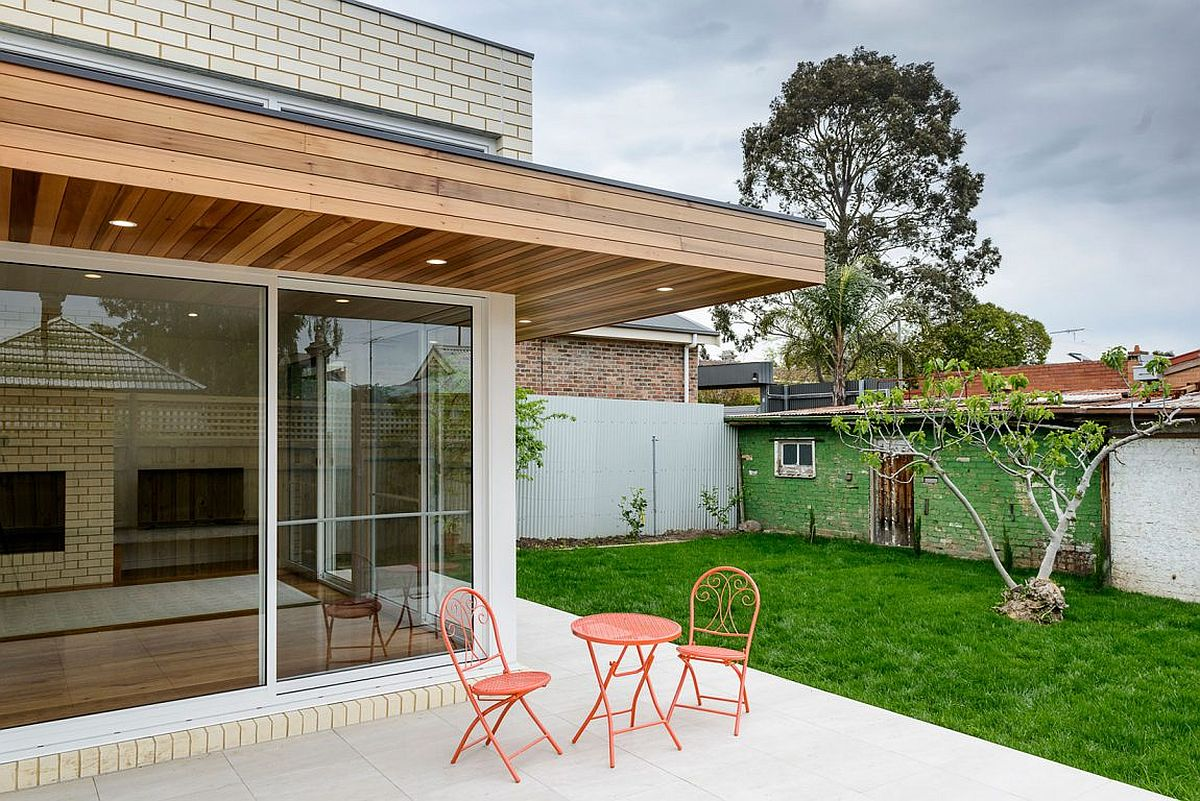 Small sitting space that stretches into the garden outside