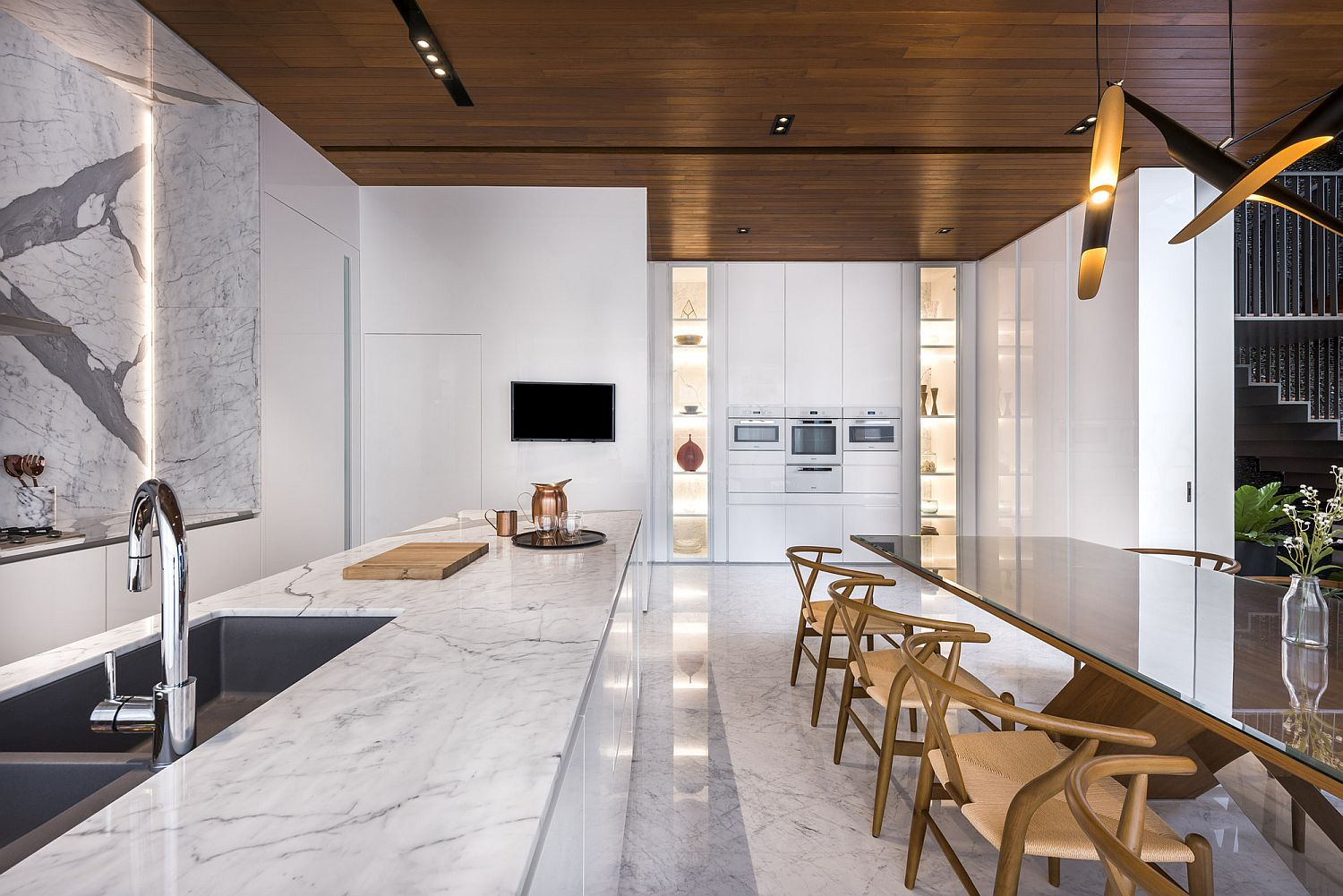 Stone, wood and polished finishes give the interior a stunning and cozy visual
