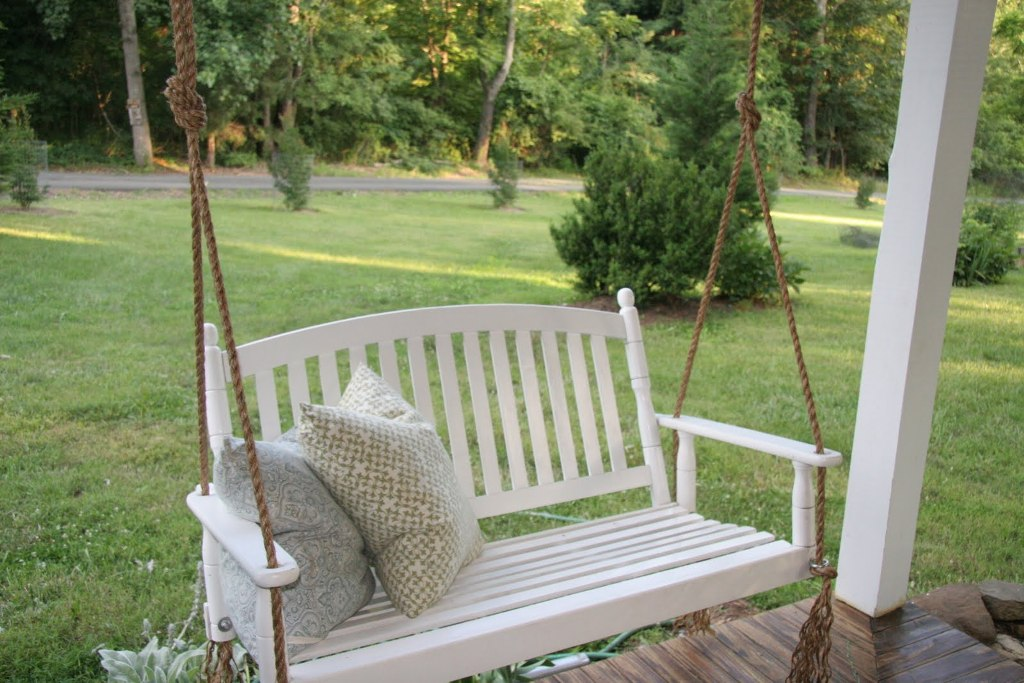 The rope and the swing are a gorgeous countryside match