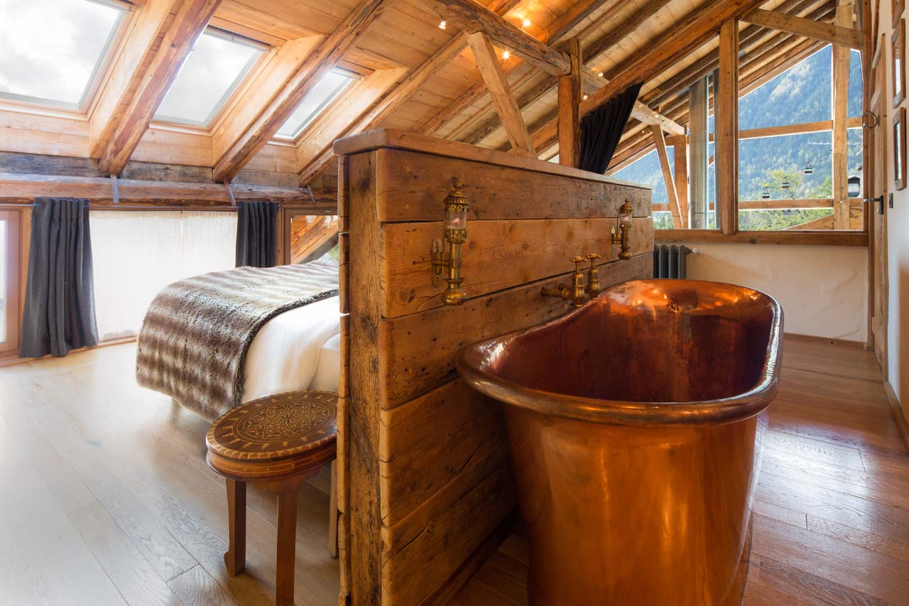 Copper tub creates the perfect old fashioned atmosphere