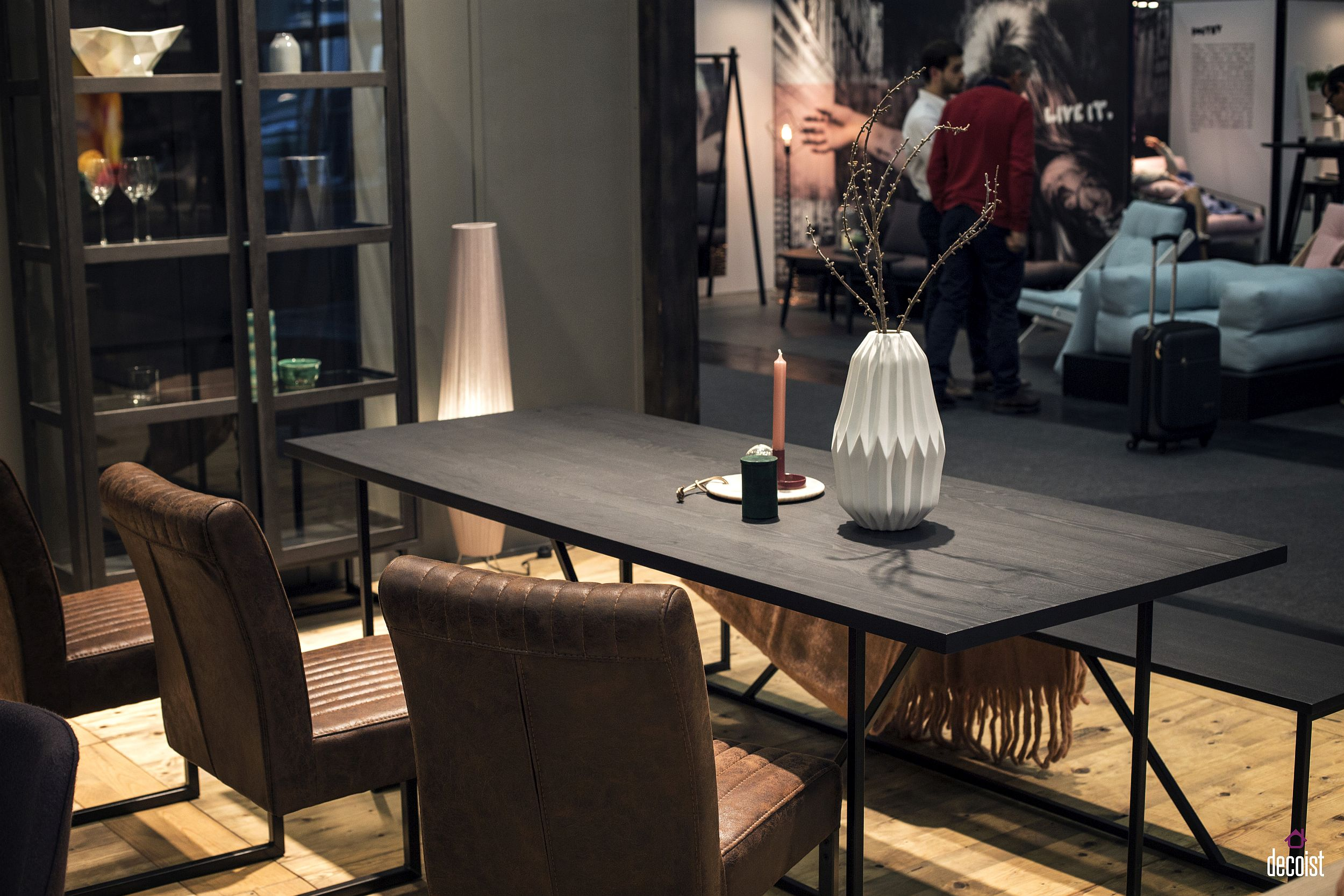 Slim bench in black perfectly complements the sleek dining table surface