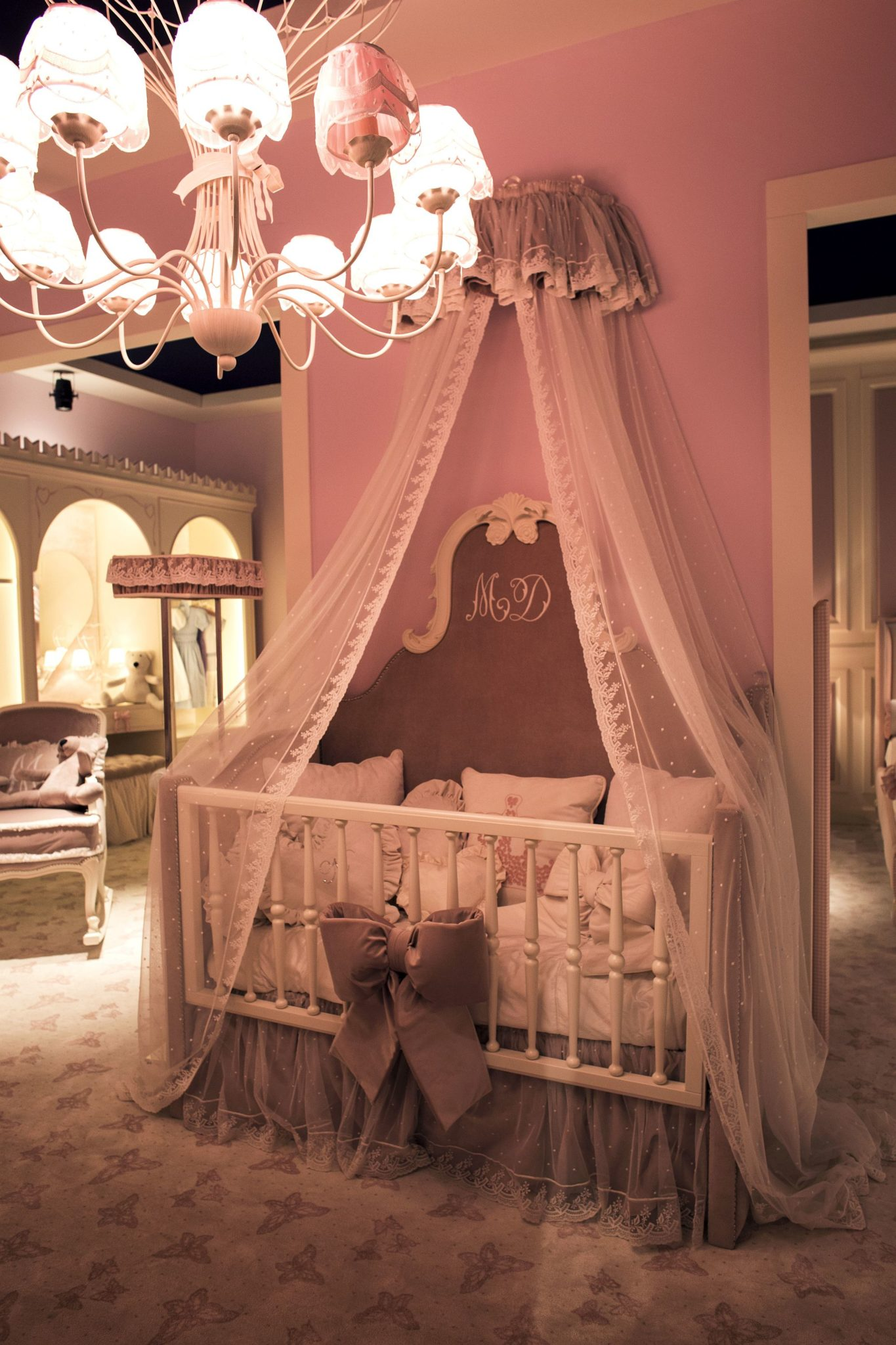 Exquisite princess style nursery decor idea